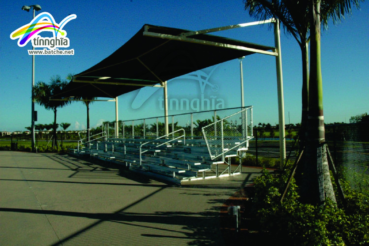 Sigle shade sail for tennis court